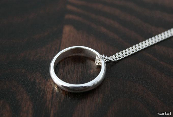 obrączka z łańcuszkiem